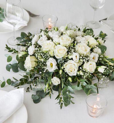 Hvit borddekorasjon med roser M