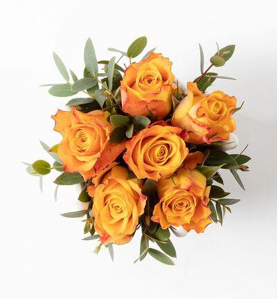 Gyllen rosedekorasjon i krone