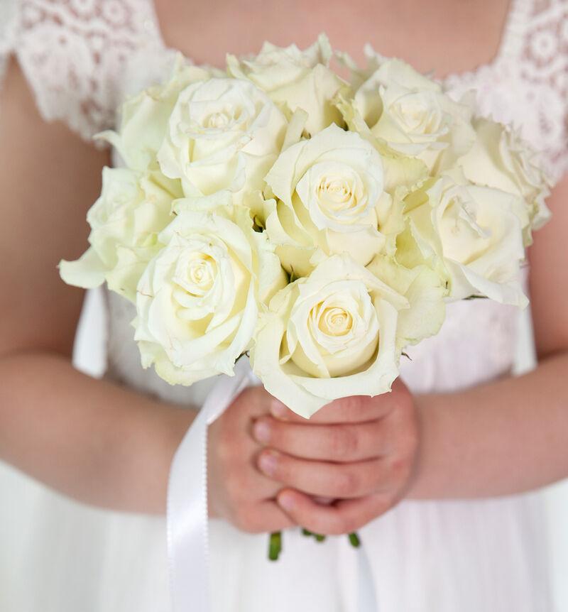 Brudepikebukett med hvite roser image number null
