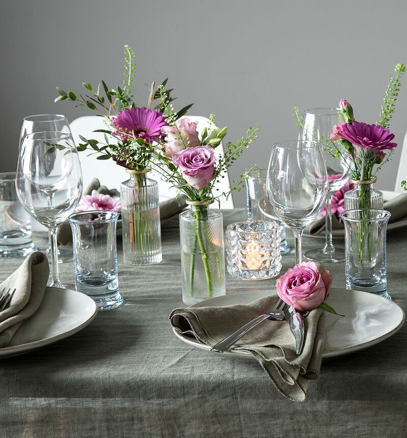 Stor rosa festpakke med små vaser image number null