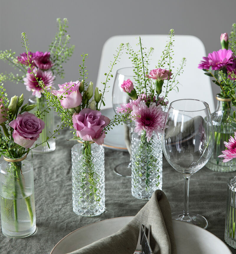 Liten rosa festpakke med småvaser image number null
