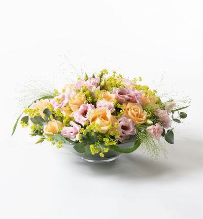 Rosedekorasjon i fersken og rosa L