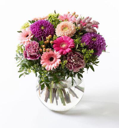 Sommerlig gavebukett i rosa og lilla