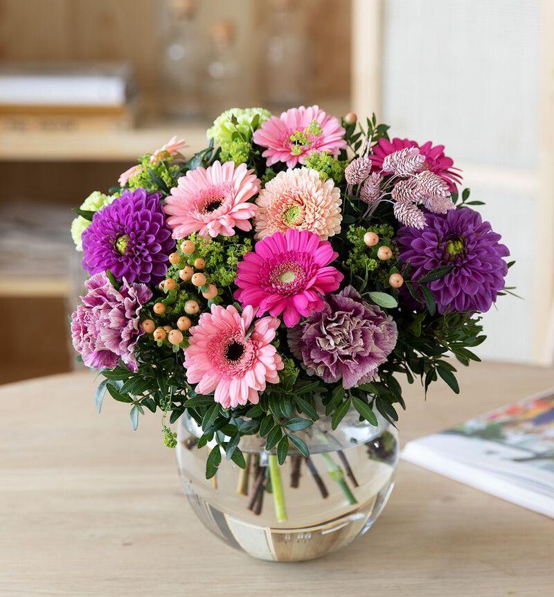 Sommerlig gavebukett i rosa og lilla image number null