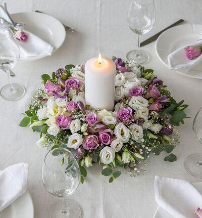 Lilla og hvit bordkrans
