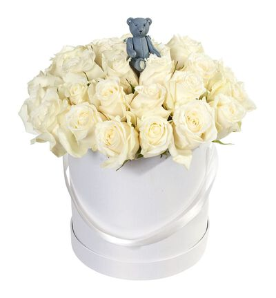 Hvite roser i gaveeske med blå bamse