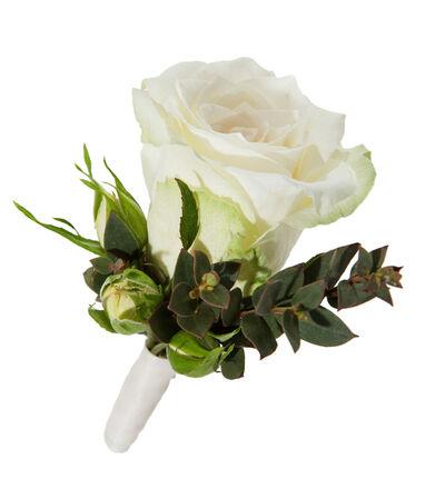 Hvit knapphullsblomst i romantisk stil