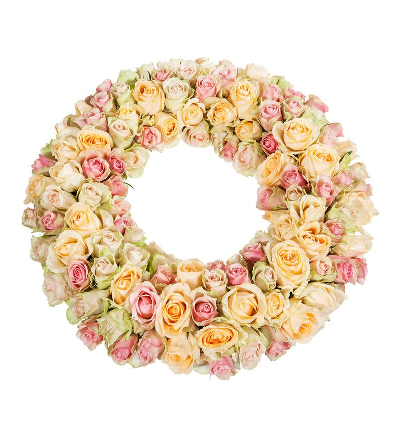Krans med roser i fersken og rosa nyanser M image number null