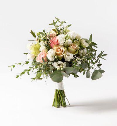 Liten brudebukett med rosa roser