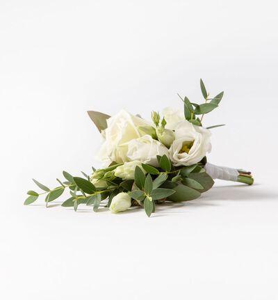 Knapphullsblomst med hvit rose og grønt
