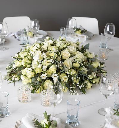 Stor hvit festpakke til rundt bord