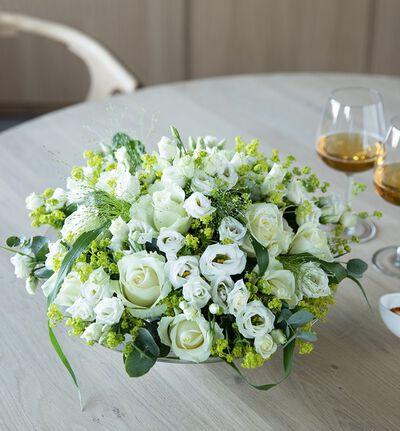 Hvit rosedekorasjon med lisianthus L