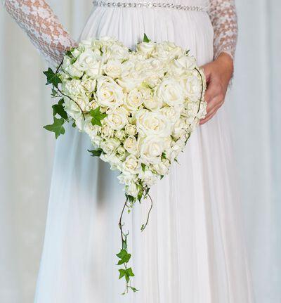Hvit brudebukett med roser
