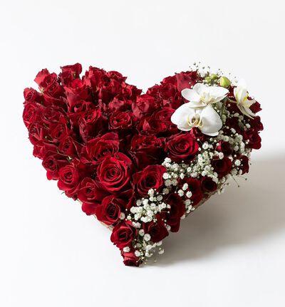 Hjerte med røde roser og slør