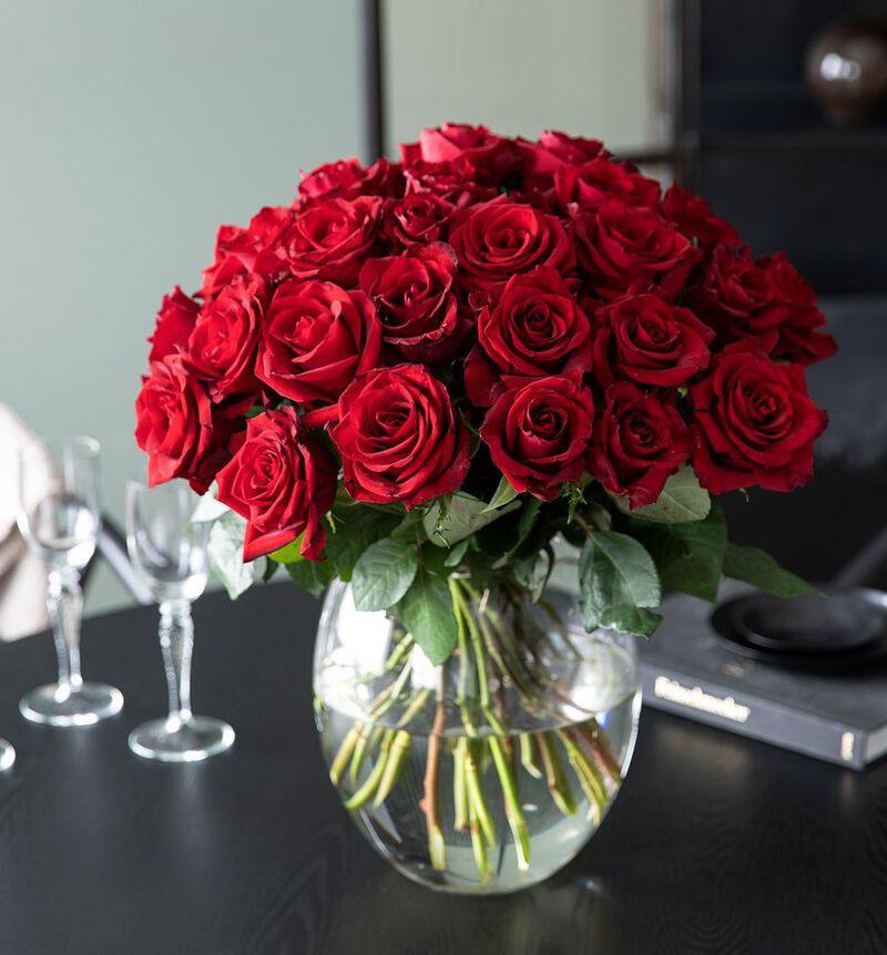 30 røde roser bildenummer 3