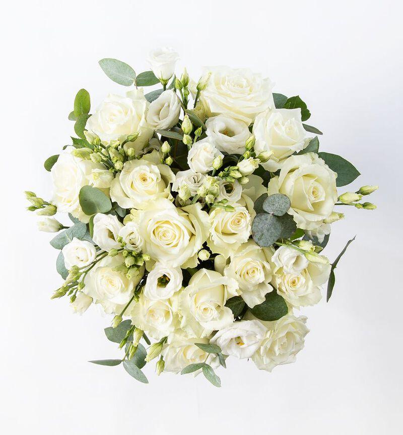 Hvit rosebukett med lisianthus og grønt bildenummer 2