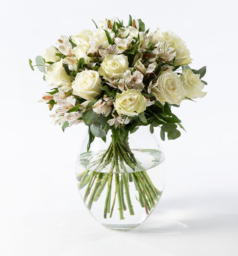 Hvit rosebukett bildenummer 1