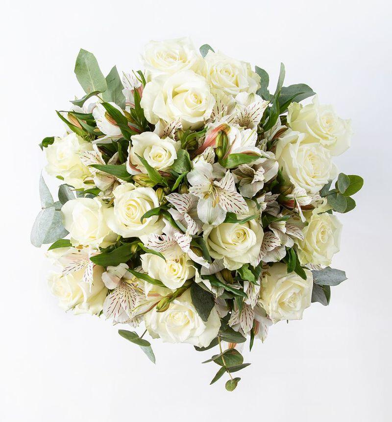 Hvit rosebukett bildenummer 2