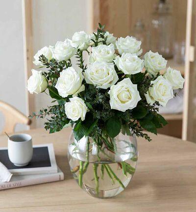 Hvite roser med grønt