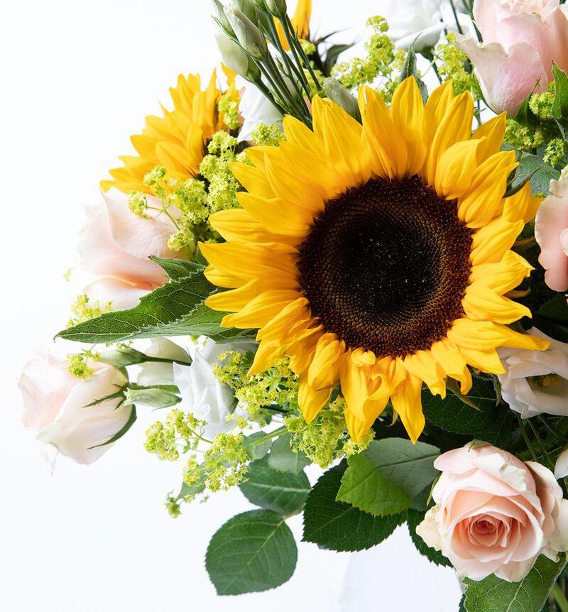 Solsikkebukett med roser bildenummer 2