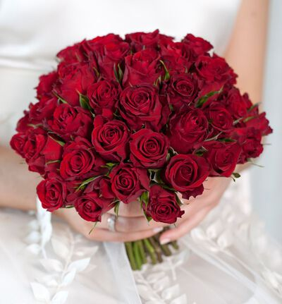 Rød brudebukett med roser