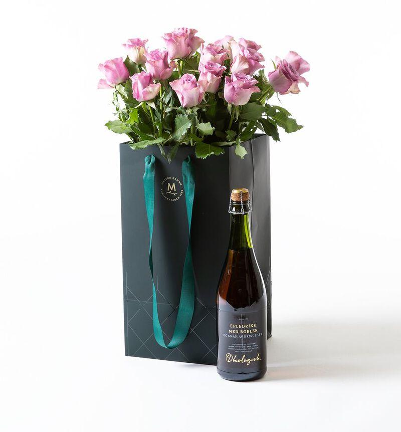 Lilla roser i gavepose med bobler  bildenummer 1