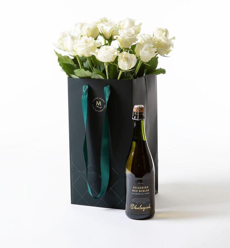Hvite roser i gavepose med bobler bildenummer 1