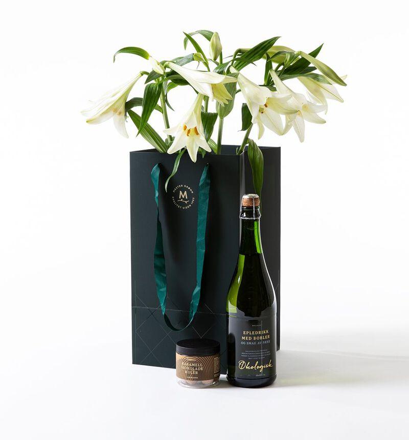 Hvite liljer i gavepose bildenummer 1