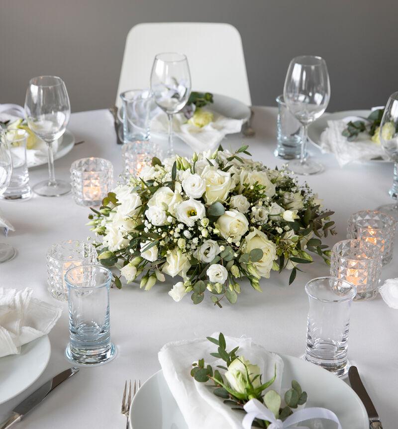 Liten hvit festpakke til rundt bord bildenummer 1