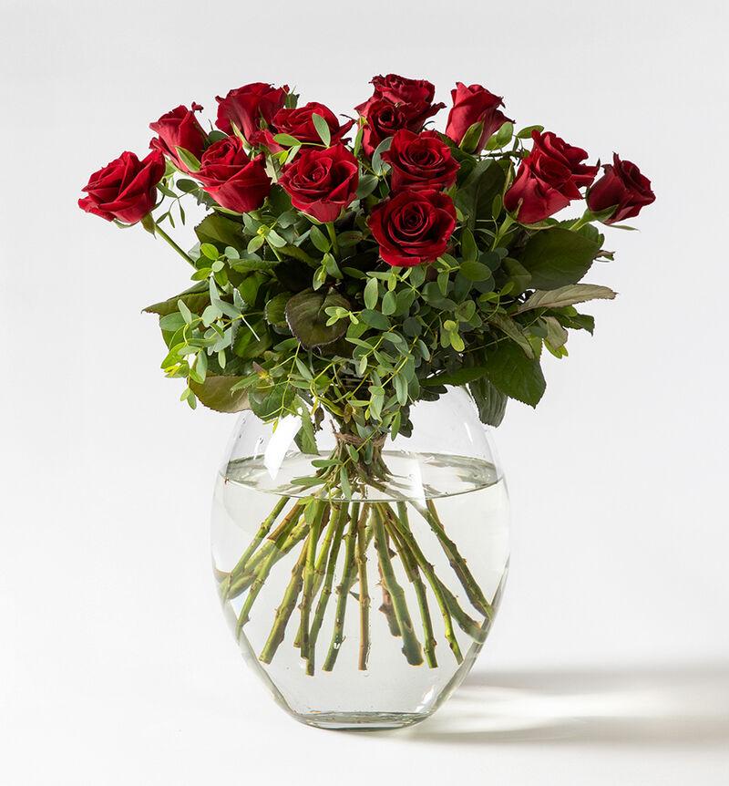 Rød rosebukett med grønt bildenummer 1