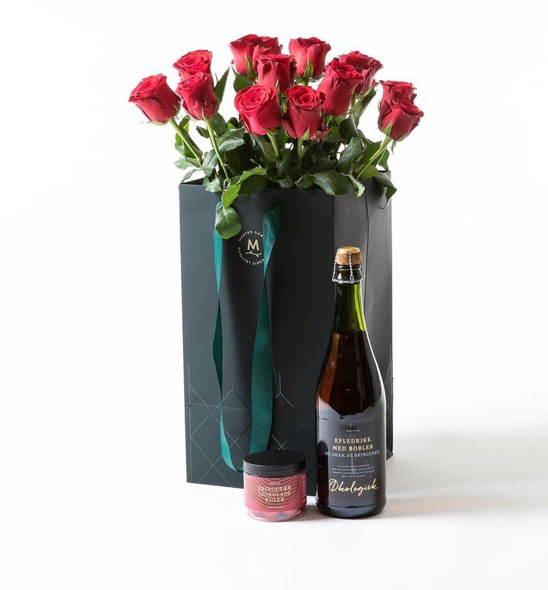 Røde roser i gavepose med bobler og sjokolade bildenummer 1