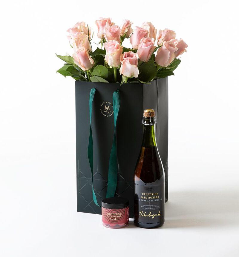 Rosa roser i gavepose med bobler og sjokolade bildenummer 1