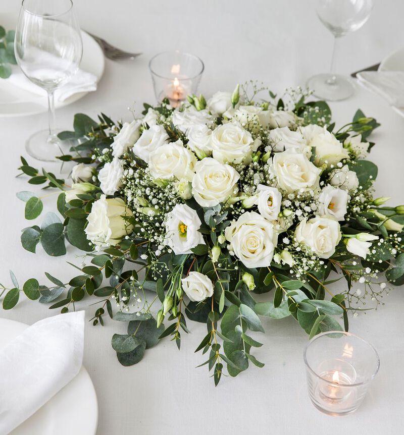 Hvit borddekorasjon med roser M bildenummer 2
