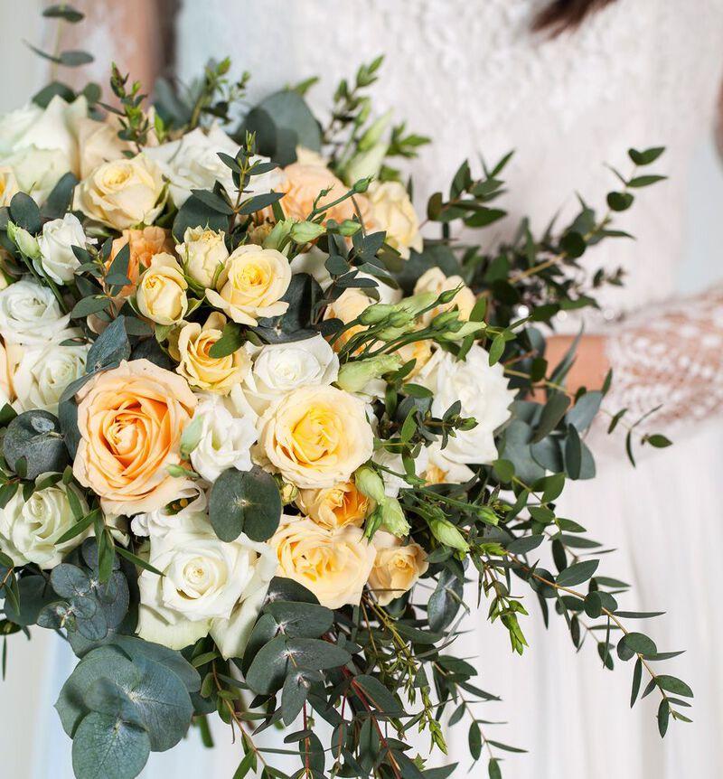 Romantisk brudebukett i fersken og hvitt bildenummer 3
