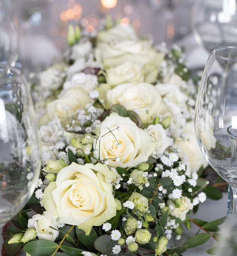 Stor hvit festpakke til avlangt bord bildenummer 2
